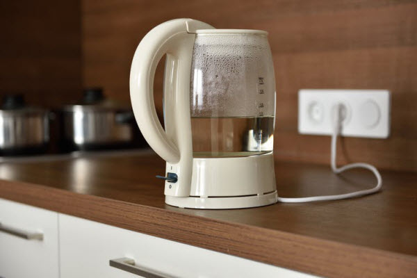 Plugged water kettle